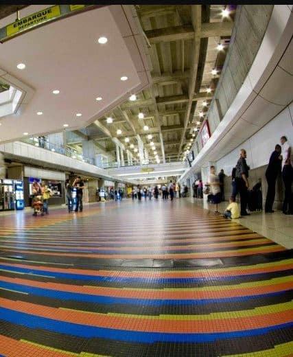 Simón Bolívar International Airport